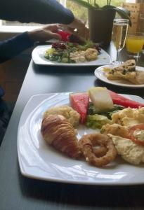 herkkuja-lautasella_mhs