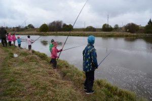 Mustanojan koulu kalastamassa 0517