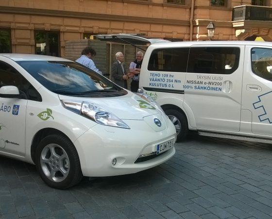 Sähkö- ja kaasuautoja yhteishankinnalla