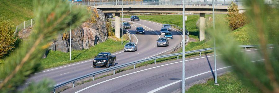 Autojen keventäminen puupohjaisilla hiilikuiduilla pudottaisi päästöt