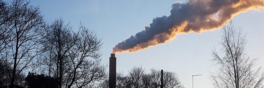 Moni kunnallinen energiayhtiö tuottaa lämpöä saastuttavasti – Pian tilanne muuttuu, ja se tarkoittaa yhtiöille ongelmia
